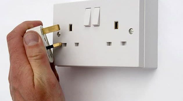 loose-electrical-outlet-1